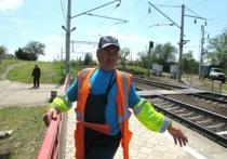 В Красном Сулине работник железной дороги спас женщину, упавшую под поезд