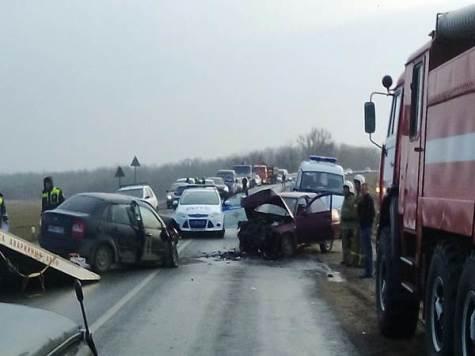 ВРостовской области столкнулись две «Лады»: один умер, один пострадал