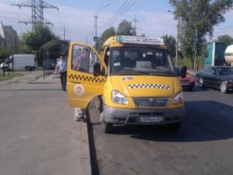 Авария с участием маршрутного такси случилась сегодня утром, 23 июля, в 8.30 в Западном районе города Ростова-на-Дону...