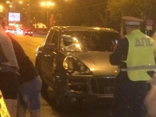 ВРостове наСадовой неизвестный на Порш Cayenne насмерть сбил пешехода