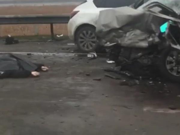 Шофёр ВАЗа умер влобовом ДТП наПойменной вРостове