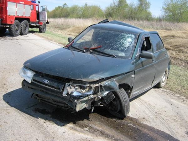 НаДону столкнулись «ВАЗ-2112» синомаркой: двое погибли, пятеро пострадали