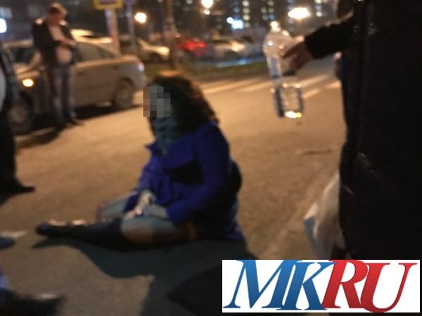 ВРостове-на-Дону джип сбил девушку напешеходном переходе