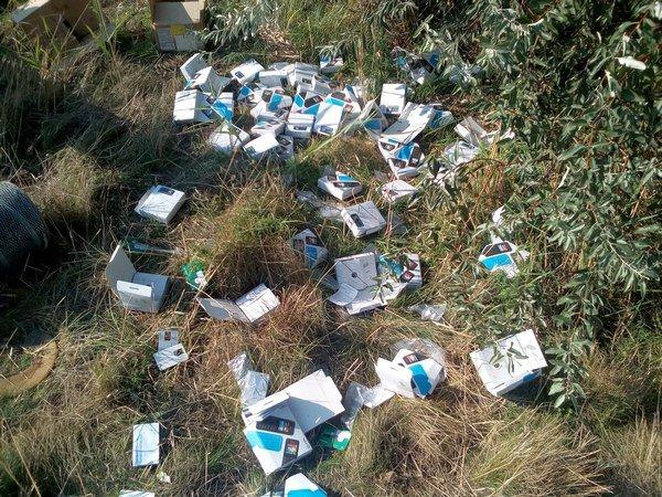 Натрассе Ростов-Азов отыскали свалку извыпотрошенных посылок