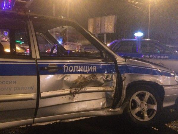 ВТаганроге шофёр иномарки врезался впатрульный автомобиль