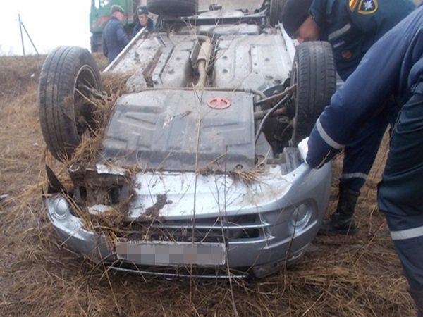 Натрассе вРостовской области нетрезвый шофёр перевернулся на«Лада-гранте»