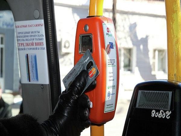Банковской картой можно расплатиться за проезд в трамваях донской столицы. О нововведении сообщает портал Ростов-Транспорт