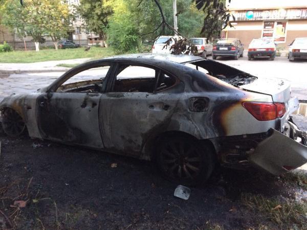 ВТаганроге сгорел «Лексус» стоимостью неменее 2 млн. руб.