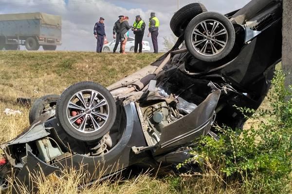 Пассажир врезавшейся встолб иномарки пострадал вПесчанокопском районе